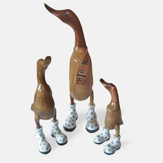 Ente »Inge« - mittel braun aufrecht mit weißen Blümchenschuhen