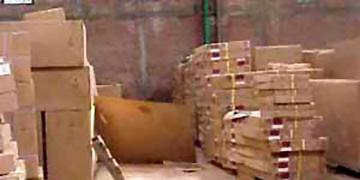 Teakmoebelproduktion - Verpackt